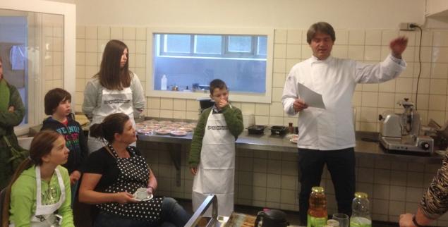 de kok legt uit